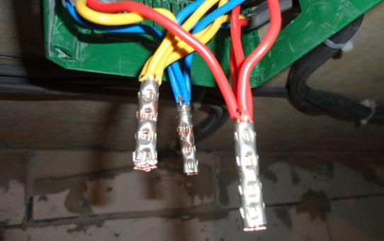 Соединение жил кабелей в коробке