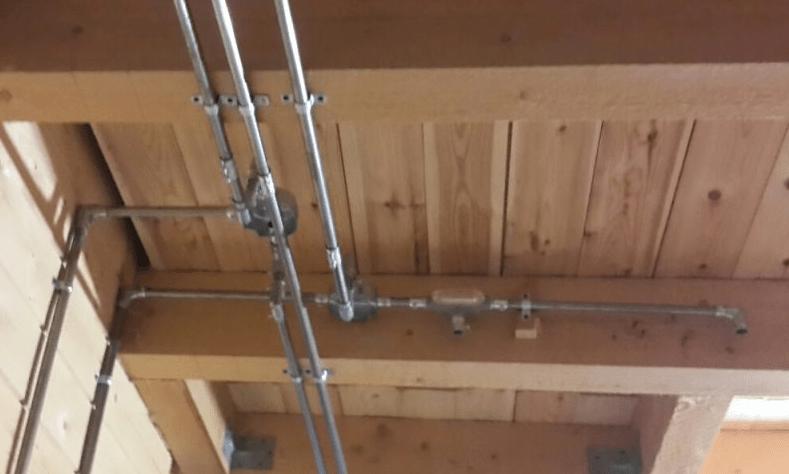 Способы прокладки кабелей в деревянных домах