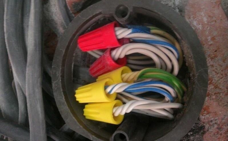 соединение электрических проводов в коробке